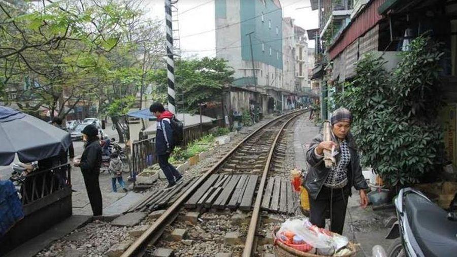Nam Định: Tăng cường giải pháp làm hàng rào, đường gom để xóa lối đi tự mở qua đường sắt