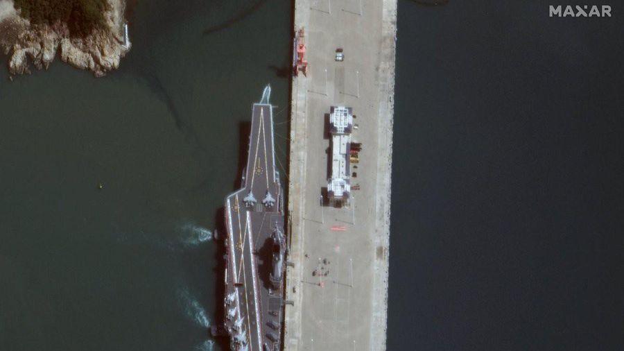 Ảnh vệ tinh hé lộ dàn tiêm kích, trực thăng trên tàu sân bay nội địa đầu tiên của TQ