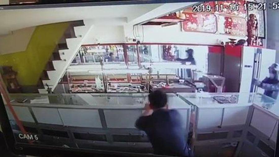 Đã bắt được 2 đối tượng cướp tiệm vàng ở TP HCM