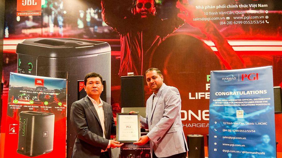 Phúc Giang là nhà phân phối chính thức tại Việt Nam cho AKG, JBL Professional và Soundcraft