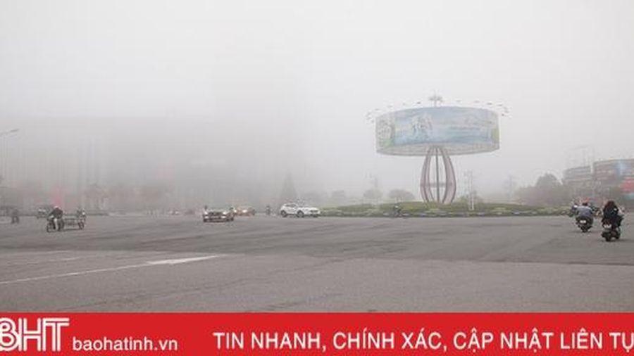 Hà Tĩnh lãng đãng như Đà Lạt khi sương mù dày đặc phủ kín mọi ngả đường