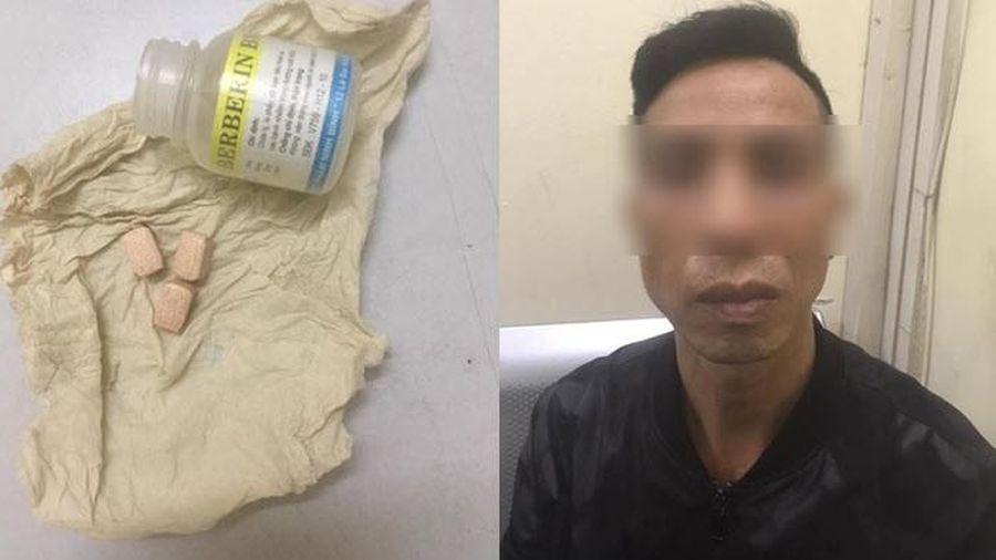 Dân chơi giống Chân Tử Đan bị 141 bắt vì mang hộp thuốc trị tiêu chảy đựng ma túy