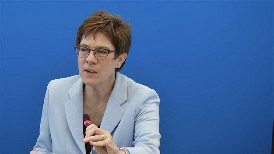 Đức: Chủ tịch CDU Kramp-Karrenbauer cảnh báo sẽ từ chức