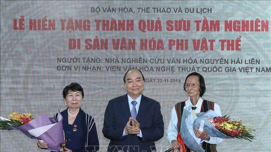 Thủ tướng dự Lễ hiến tặng thành quả sưu tầm, nghiên cứu của Nhà nghiên cứu Nguyễn Hải Liên