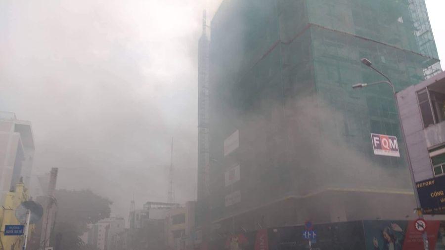 Cháy lớn tại dự án Wink Sài Gon Center Hotel, hàng trăm người tháo chạy