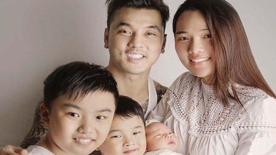 Ca sĩ Ưng Hoàng Phúc kể chuyện thay tã, bế con phụ vợ