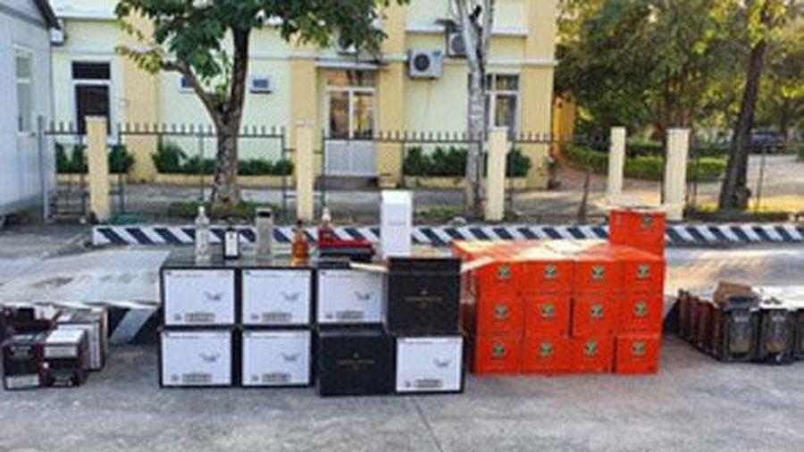 Bắt xe container chở gần 800 chai rượu ngoại nhập lậu