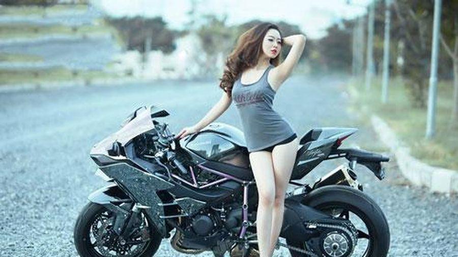 Hot girl trắng không tì vết bên Kawasaki Ninja H2