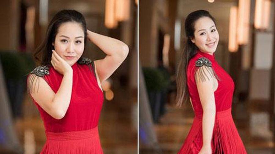 Hoa hậu gia thế khủng nhất Việt Nam mang bầu ngủ ngồi suốt 4 tháng, sinh xong vẫn đẫy đà