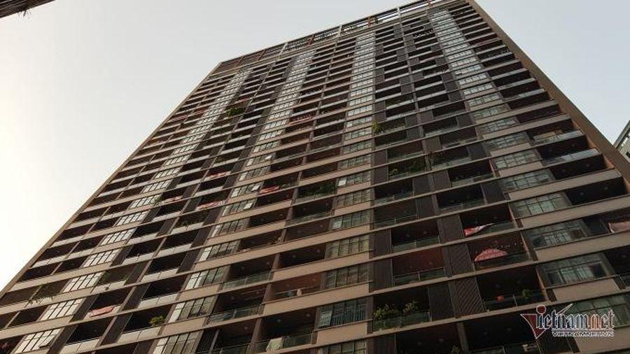 Bé gái 13 tuổi nhảy từ tầng 8 chung cư xuống đất do bị mẹ kiểm tra điện thoại