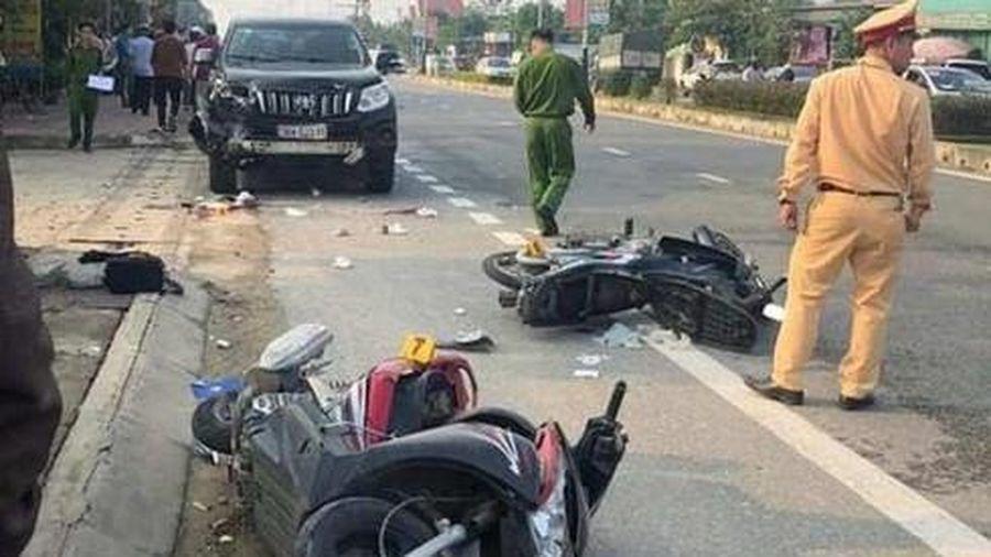 Xế hộp Toyota Land Cruiser gây tai nạn liên hoàn, 2 người thương vong