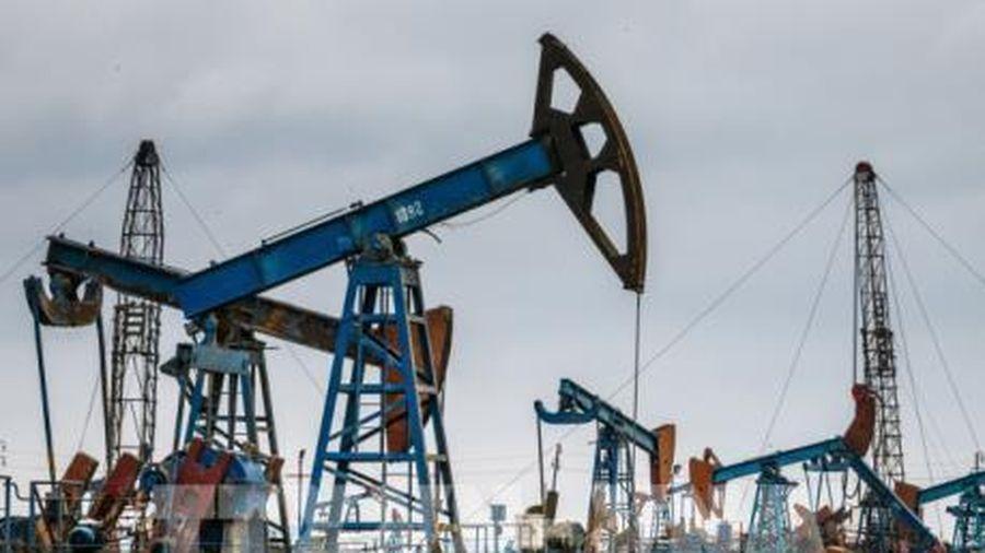 Giá dầu rời khỏi mức 'đỉnh' của hai tháng