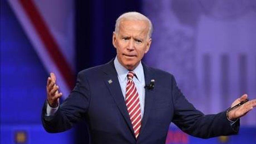Bầu cử Mỹ 2020: Cựu Phó Tổng thống J.Biden chào đón đối thủ tiềm tàng M.Bloomberg