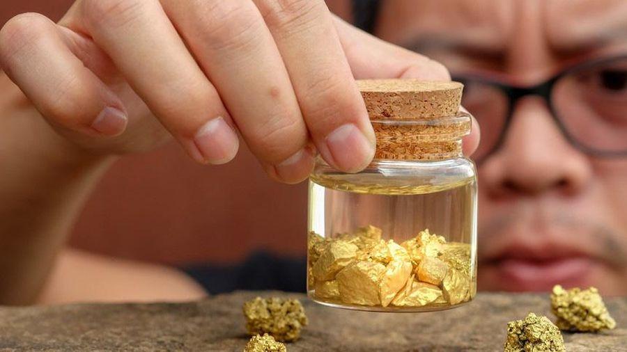 Giá vàng thế giới giảm nhẹ, giá vàng trong nước giảm hơn 100.000 đồng/lượng