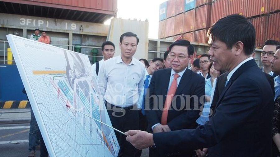 Phó Thủ tướng Chính phủ Vương Đình Huệ thăm và làm việc với Cảng Đà Nẵng