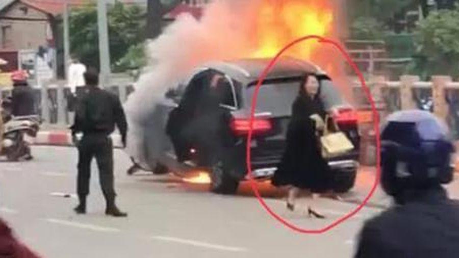Nữ tài xế xe Mercedes gây tai nạn kinh hoàng, thanh niên ngáo đá tự chặt tay