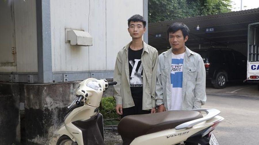 Bắt 2 đối tượng dùng dao chặn đường cướp xe máy
