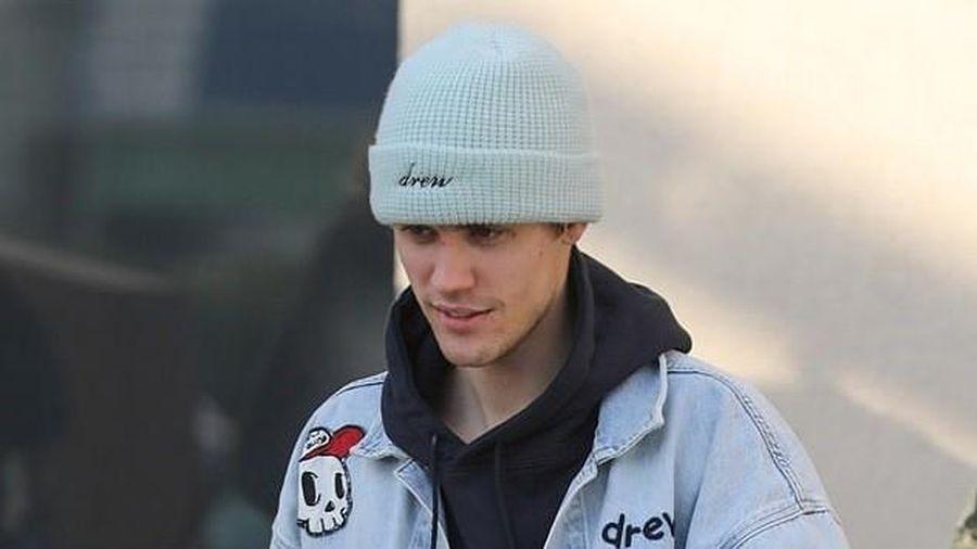 Justin Bieber thay đồ sang chảnh đi uống cafe sau khi tập luyện vũ đạo