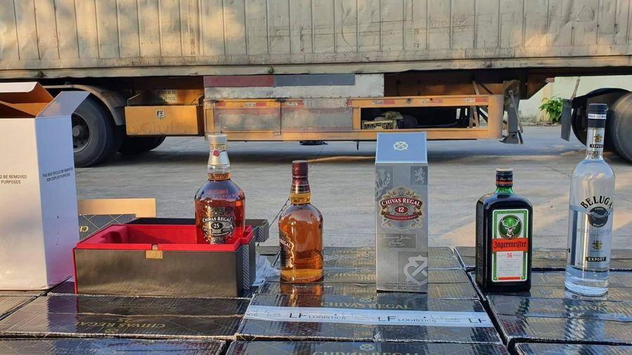 Bắt giữ xe container chở rượu ngoại không rõ nguồn gốc tại Bình Thuận