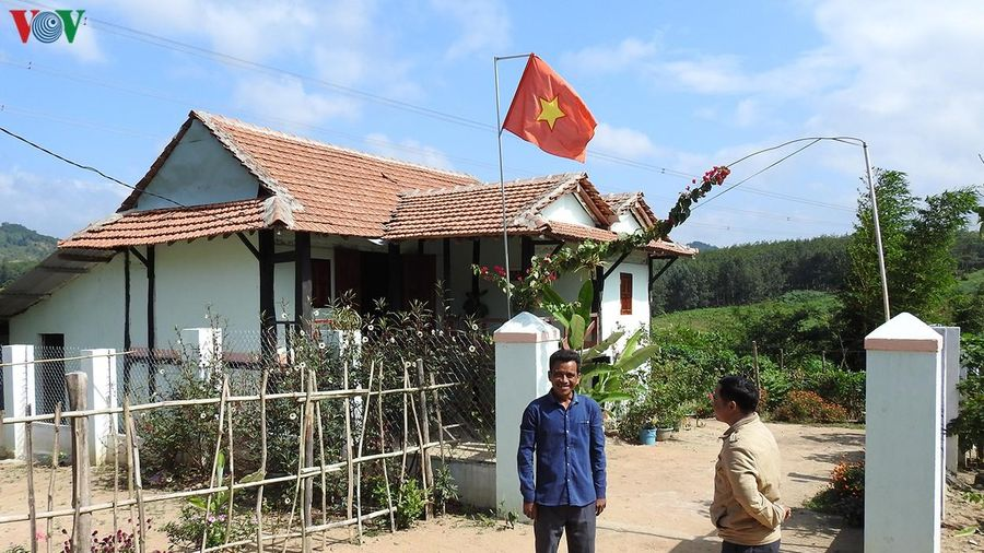 Nhiều hộ dân tộc thiểu số ở Kon Tum tự nguyện xin ra khỏi diện hộ nghèo