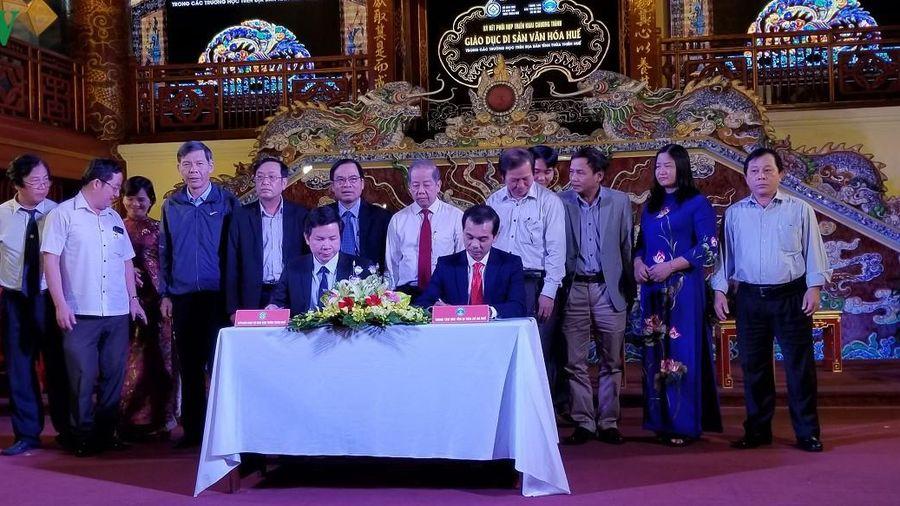 Ký kết hợp tác đưa di sản văn hóa vào trường học ở Thừa Thiên Huế