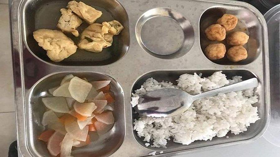 Bị tố suất ăn bán trú thiếu dinh dưỡng, hiệu trưởng trường tiểu học nói gì?
