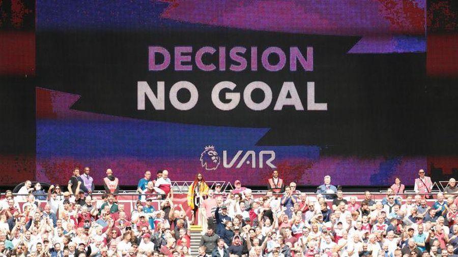 VAR Ngoại hạng Anh mắc 4 sai lầm: MU hưởng lợi, Chelsea, Arsenal thiệt thòi