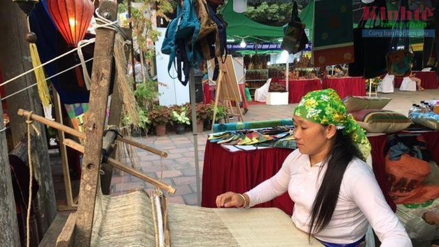 Gặp Nghệ nhân thổ cẩm xuất sắc của Hà Giang