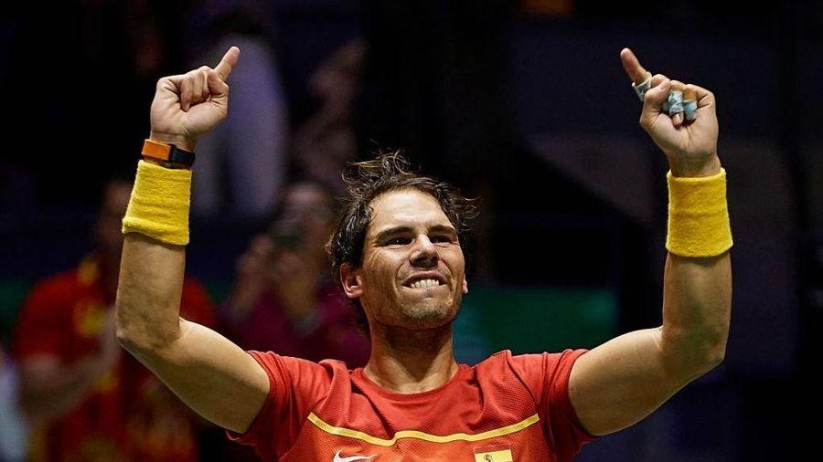 Nadal sắm vai người hùng, giúp Tây Ban Nha ngược dòng hạ gục Vương Quốc Anh để giành vé vào chung kết cúp đồng đội danh giá nhất thế giới