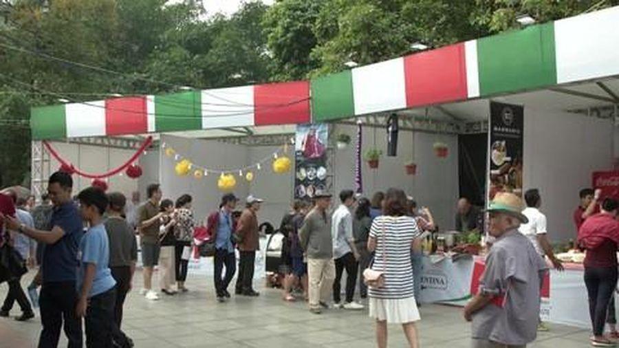 Thưởng thức ẩm thực Ý trong 'Quảng trường Italia' tại Hà Nội
