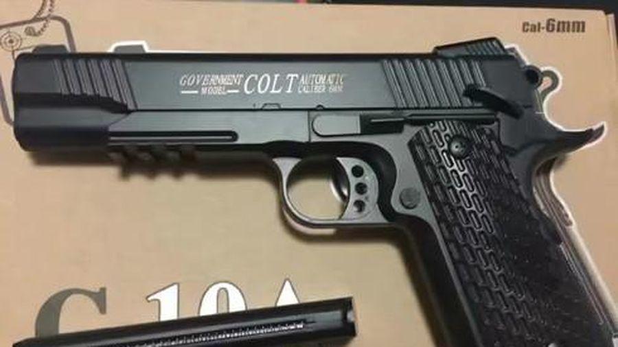 Mua súng thật, nhận súng giả - kẻ bán, người mua vướng vòng lao lý