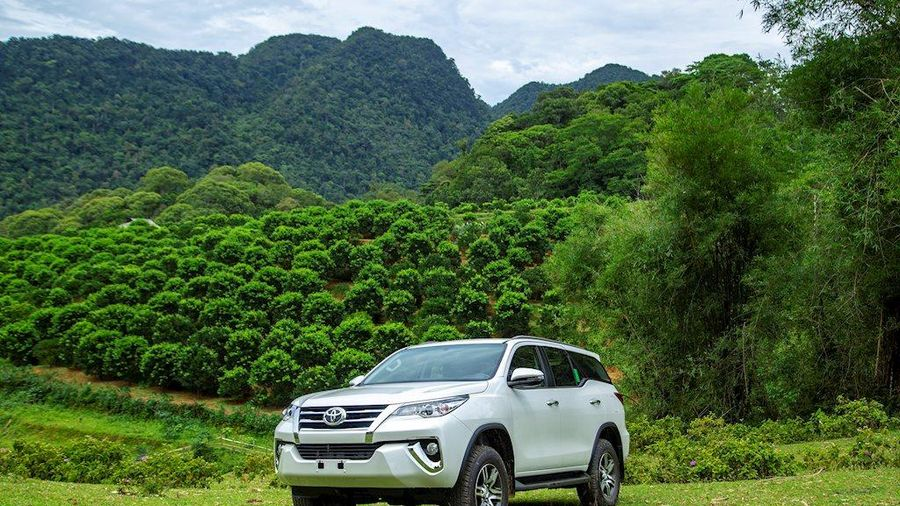 Toyota Fortuner giảm giá cả trăm triệu, giá xuống dưới 1 tỷ đồng
