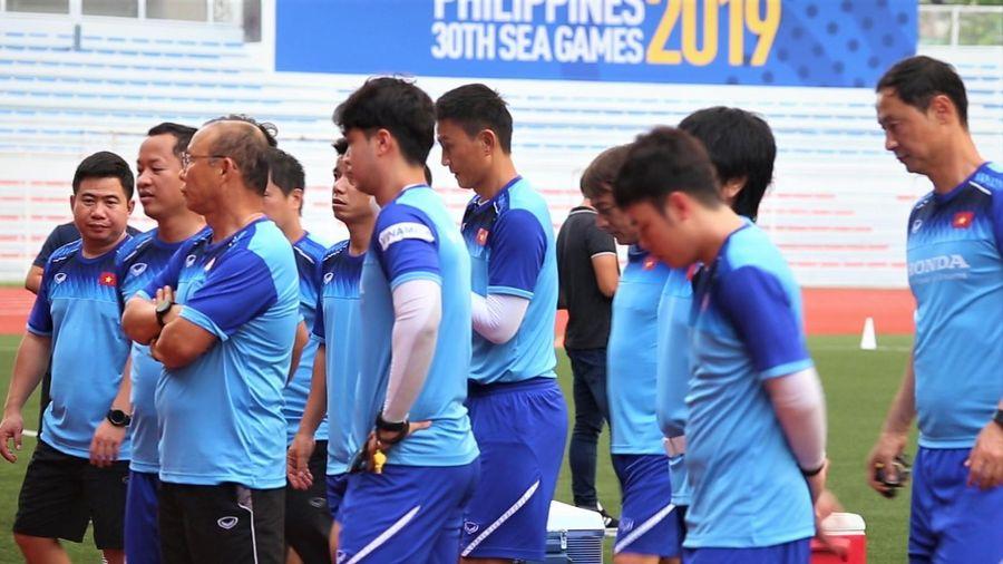 HLV Park có đội trợ lý hơn 10 người