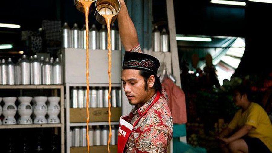 Nghệ thuật pha trà sữa như diễn xiếc ở Thái Lan