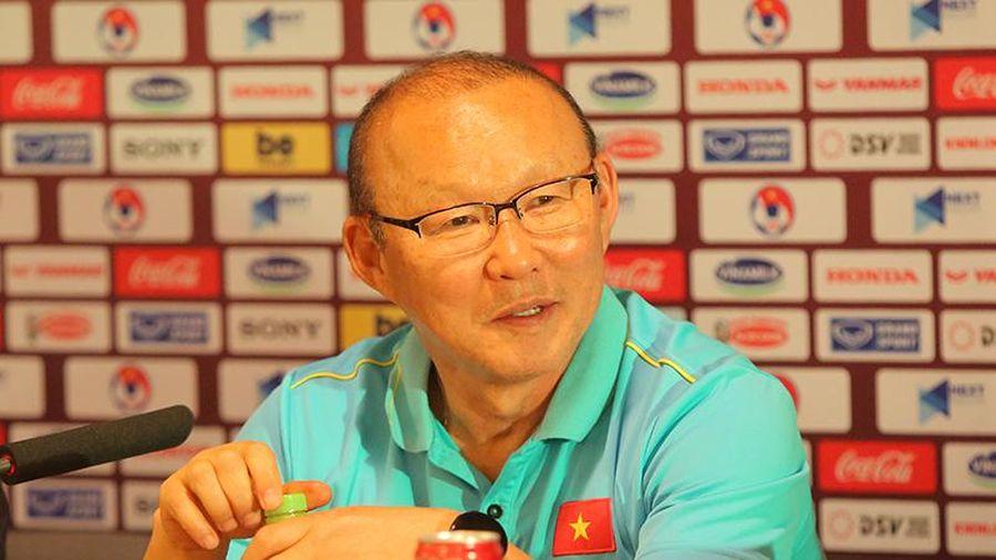 HLV Park Hang-seo bày tỏ sự không hài lòng với HLV Akira Nishino