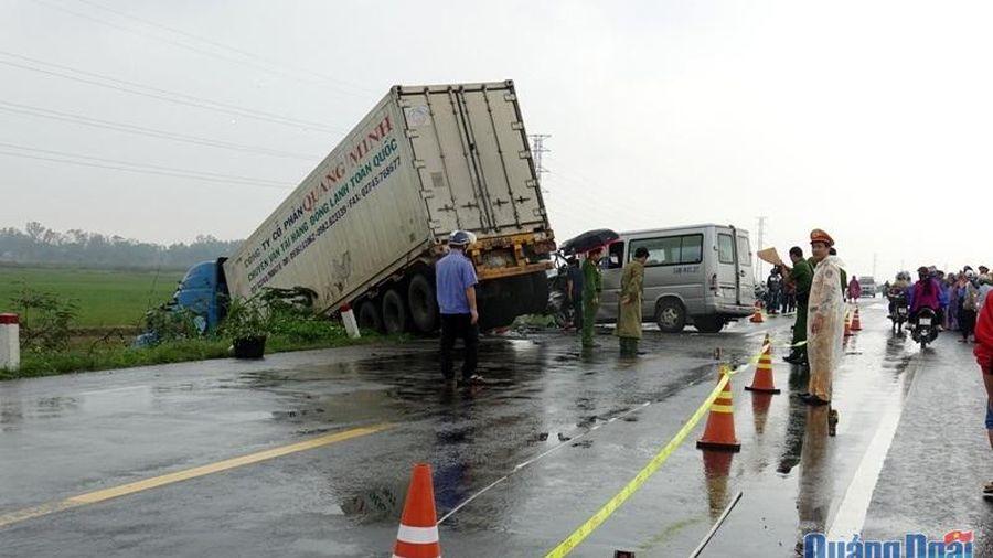 Tai nạn nghiêm trọng làm 13 người thương vong
