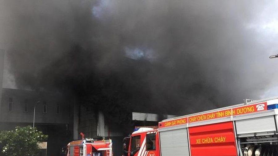 Khống chế vụ cháy lớn tại nhà xưởng ở Bình Dương