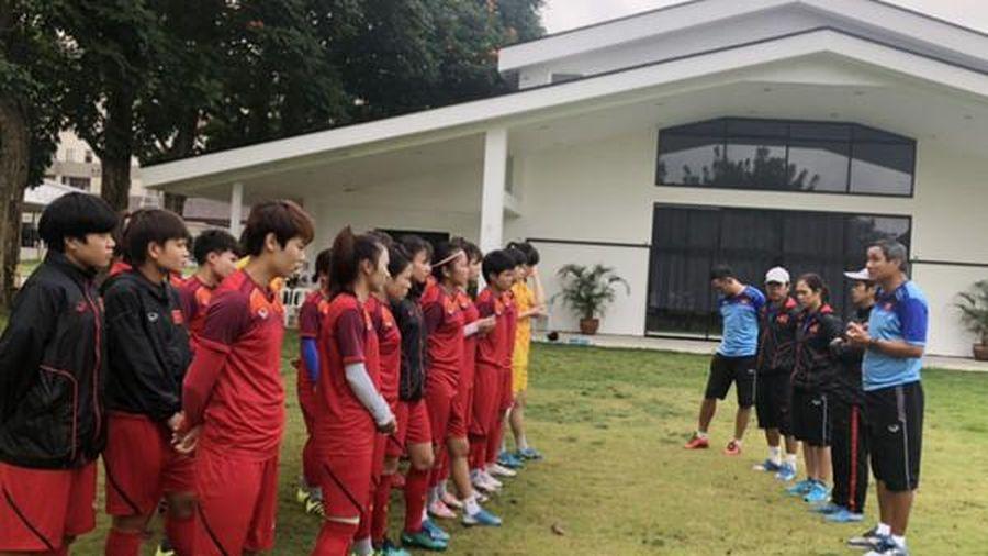 Thầy Park nổi cáu, các tuyển thủ nữ Việt Nam gặp sự cố