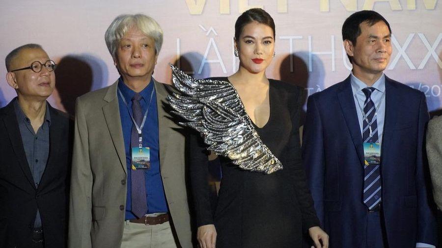 Liên hoan phim Việt Nam lần thứ 21: Thiếu chuyên nghiệp, Trưởng Ban tổ chức lúng túng, hốt hoảng trước các nhà báo?