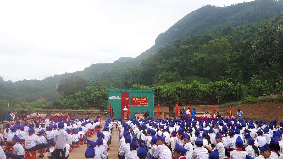 Kỉ luật cảnh cáo Hiệu trưởng Na Loi thu tiền giáo viên và học sinh trái quy định