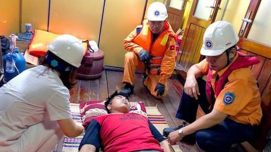 Cứu thành công thuyền viên Thái Lan hôn mê nguy kịch trên biển