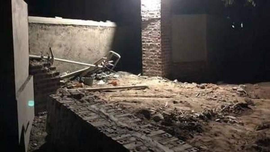Cổng nhà sập đè chết 2 người ở Quảng Ninh