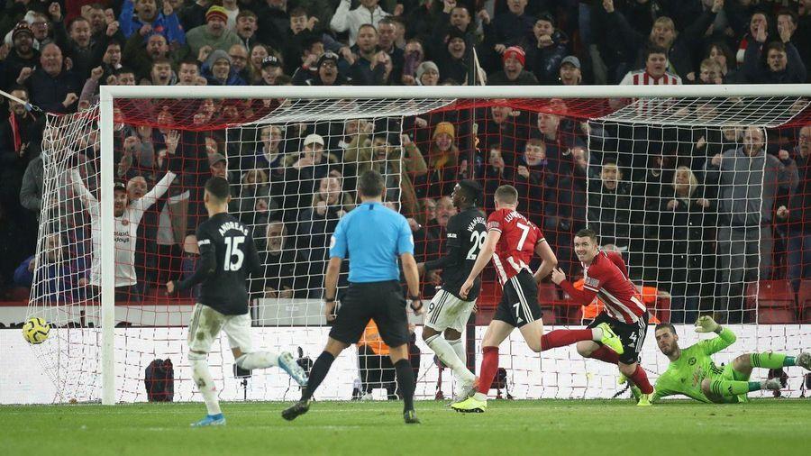 Sheffield United 1-0 MU: Sai lầm của Phil Jones (H2)