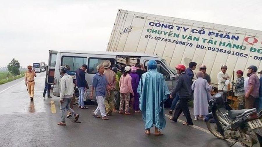 Nguyên nhân ban đầu vụ ô tô chở các nhà sư gặp tai nạn kinh hoàng