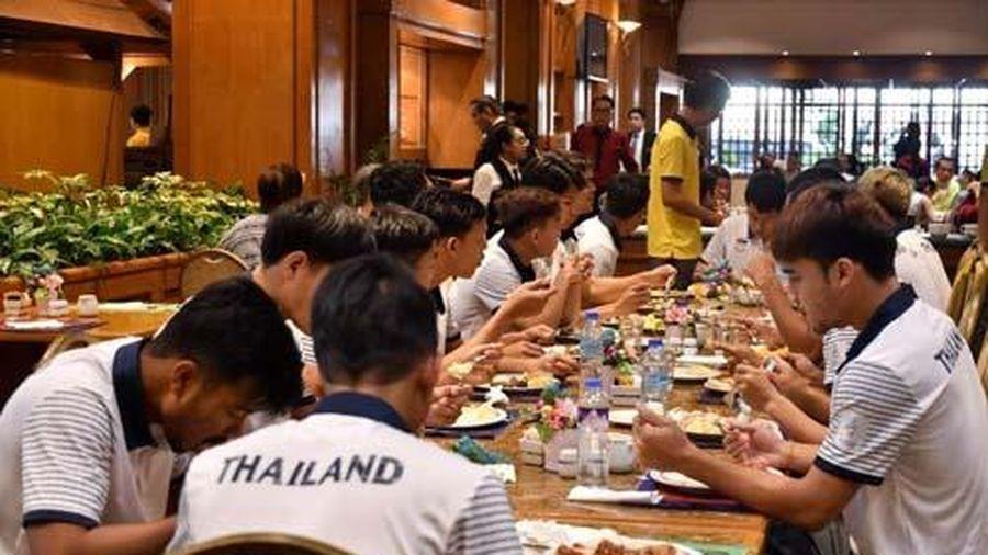 U22 Thái Lan thiếu đồ ăn, nước uống ở SEA Games 30