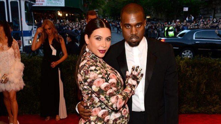 'Cứng' như Kim Kardashian cũng có lúc khóc hết nước mắt khi tham dự Met Gala 2013
