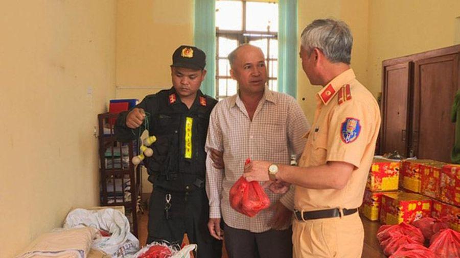 Đắk Lắk: Bắt hàng trăm kg pháo lậu