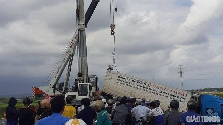 Tai nạn 3 người chết tại Quảng Ngãi: Gấp rút cẩu xe, thông đường