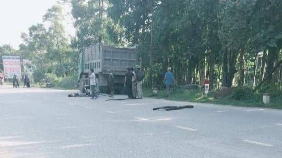 Nam thanh niên tử vong tại chỗ sau cú tông cực mạnh vào đuôi xe tải
