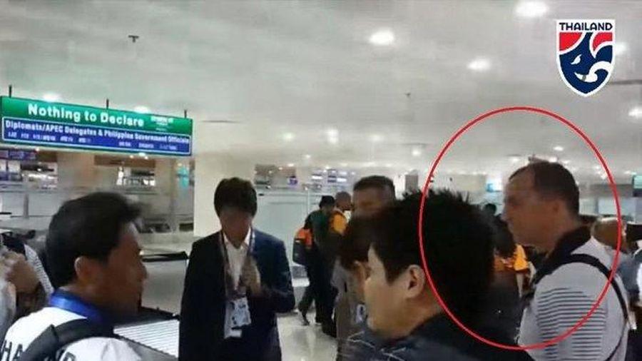 Trợ lý HLV Thái Lan khiếm nhã với thầy Park không bị sa thải